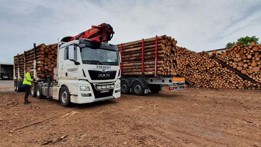 Holztransporte vom Lager zum Kunden