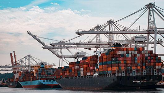 Holztransporte mit Schiffsverladung